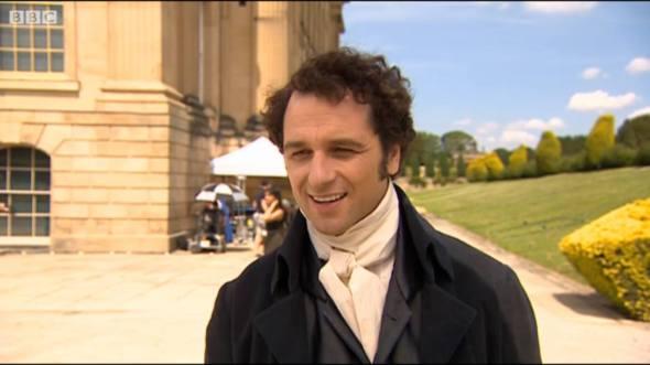 Matthew Rhys caracterizado como Mr. Darcy.